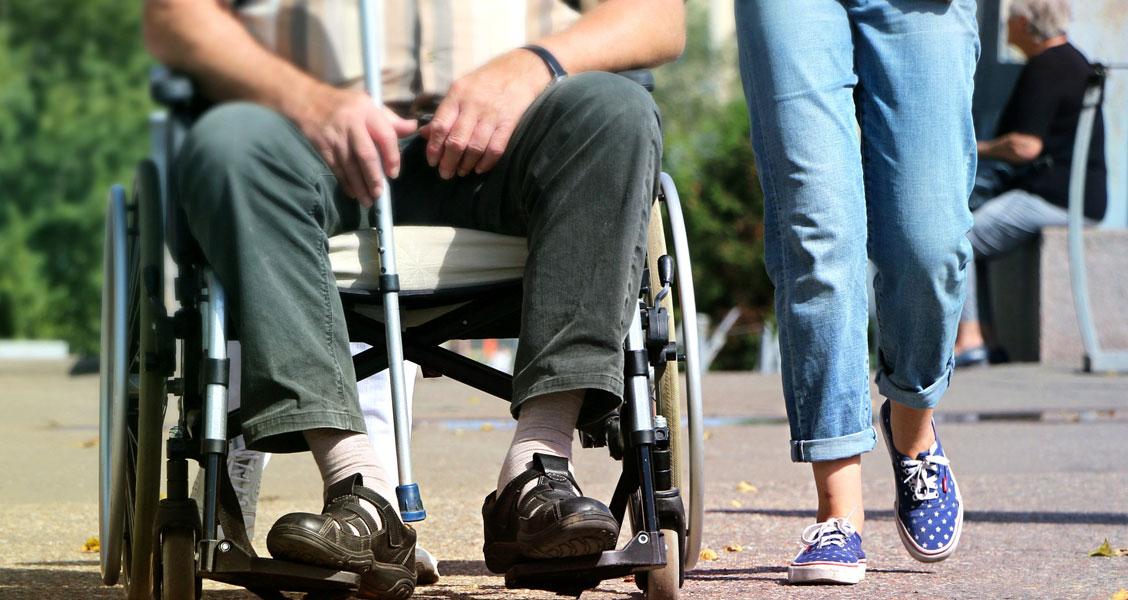 https://socialpaedagogen.sl.dk/Pixabay.com_wheelchair_social_worker_B.jpg