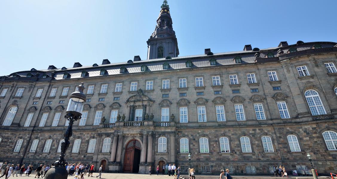 http://socialpaedagogen.sl.dk/Christiansborg_CB_1128x600.jpg