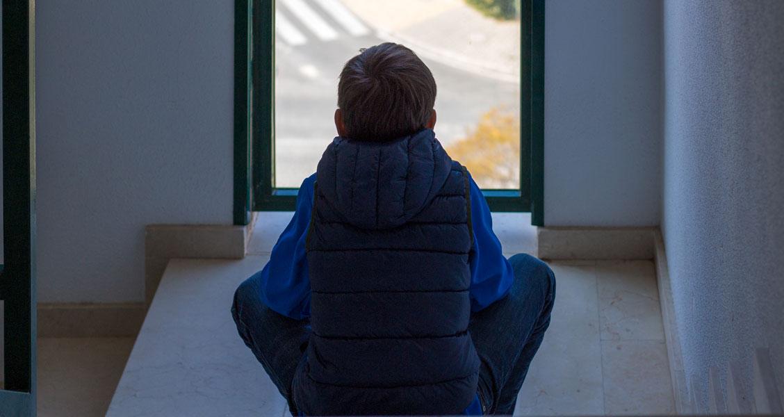 Barn-ved-vindue.jpg
